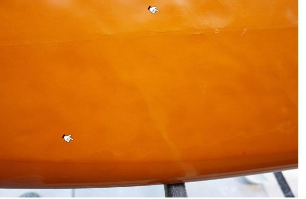 中古サーフボードのデッキ部のクラック(亀裂)